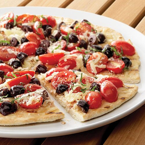Grilled Pizza with Tomatoes & Olives